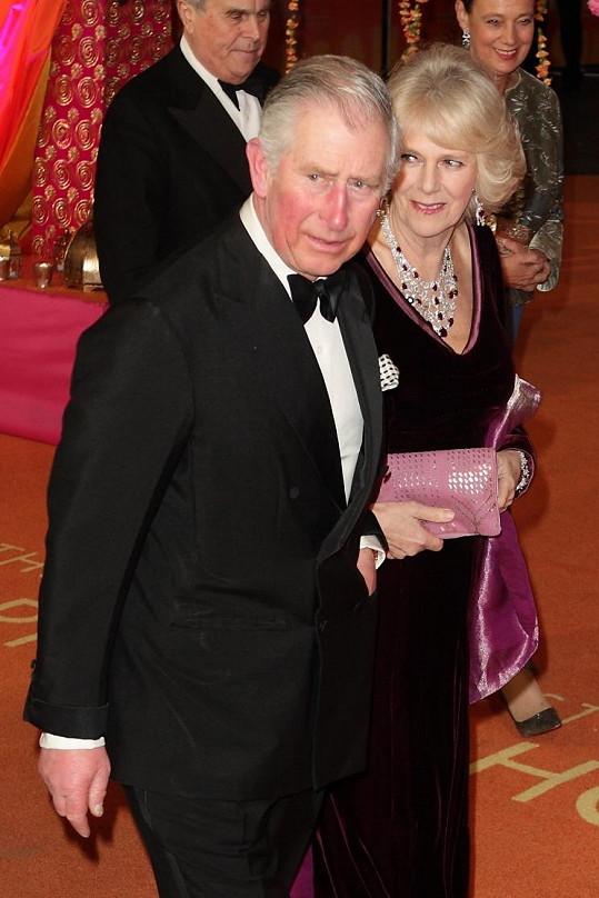 Charles a Camilla netušili, s kým se na premiéře setkají.