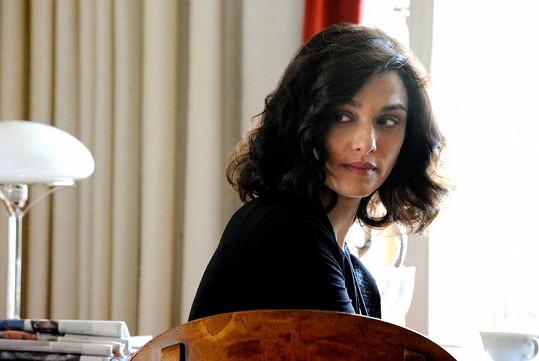 Ve filmu Mládí ztvárnila dceru Michaela Caine.