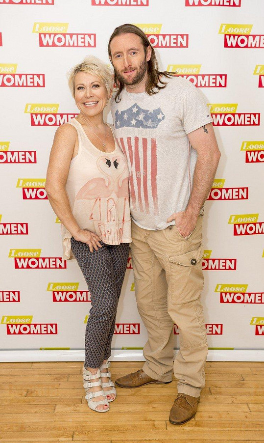 Tina Malone (54) s manželem Paulem Chasem (35)