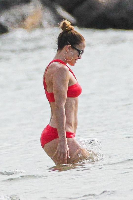 Jennifer na sobě pracuje. Každý den cvičí a snaží se jíst zdravě.