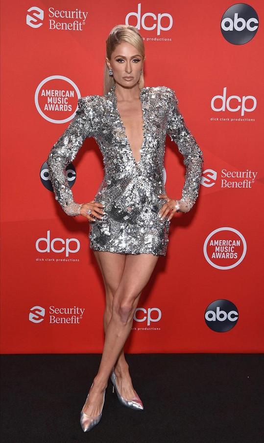 Paris Hilton zvolila, jako mnoho dalších, stříbrný model.