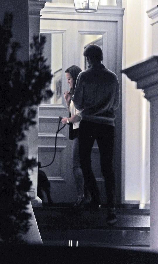 Do obrovského domu v Londýně Pippa s Jamesem vcházela už začátkem října, krátce nato se po třech letech rozešla s přítelem Nicem.