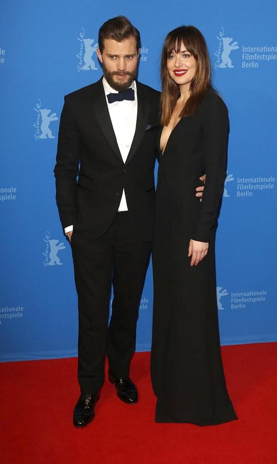 Herecké hvězdy Dakota Johnson a Jamie Dornan na premiéře v Berlíně