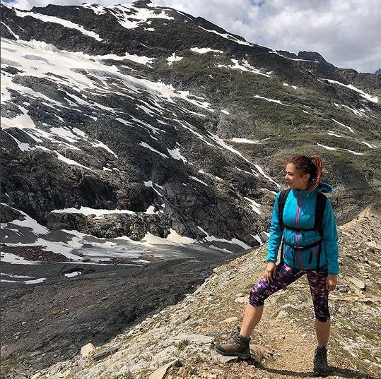 Během léta vyrazila herečka také na hory.