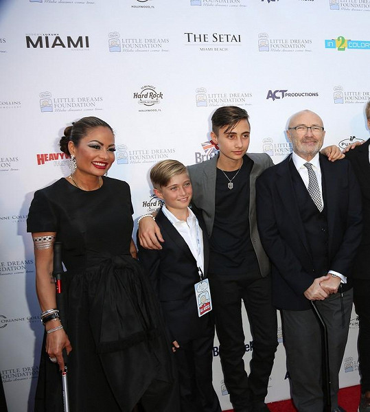 Phil Collins s partnerkou Orianne a syny Nicholasem a Matthewem