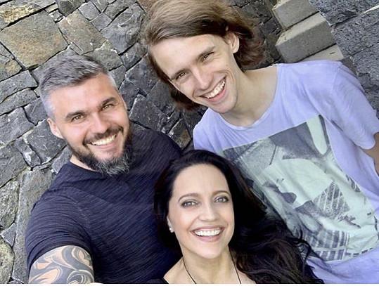 Zpěvačka s partnerem Radkem a synem po dlouhé době na společné fotografii.