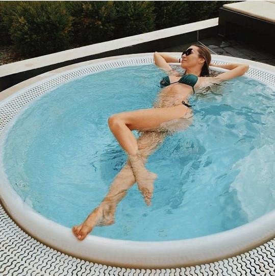 Andrea Verešová jako vždy dokonalá, i když se do bazénku sotva vešla.