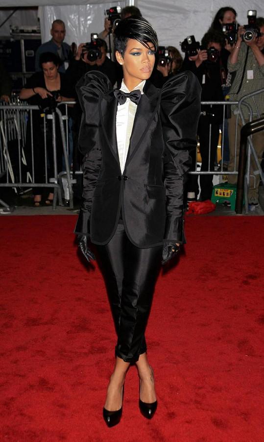 Zdobnou verzi oblékla i Rihanna.