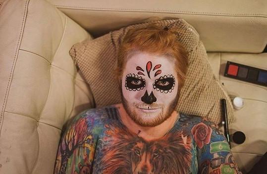 Ed Sheeran má potetovanou velkou část těla.