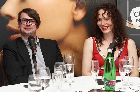 Sára Saudková s úspěšným spisovatelem Jaroslavem Rudišem.