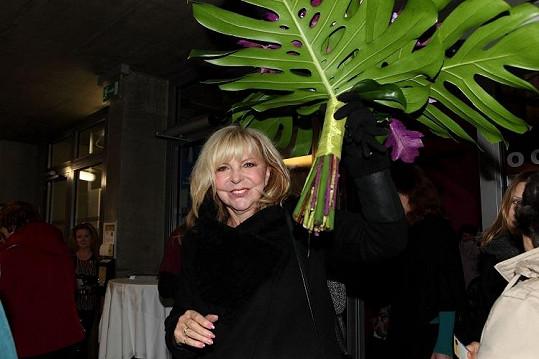 Hana Zagorová přinesla obrovskou kytici.