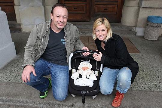 Michal Dvořák s manželkou Lucií a přírůstkem do rodiny, Františkem.
