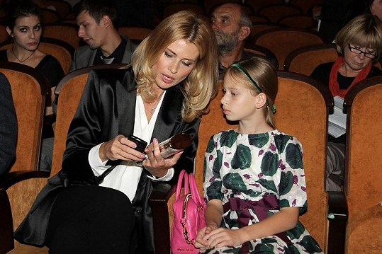 Ella a Daniela v kině.