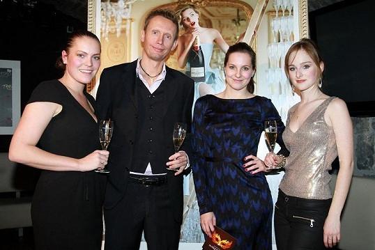 Tereza Vágnerová s realizačním týmem plesu.