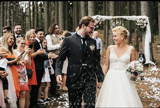 Na jaře se provdala za partnera Tibora Pagáče.