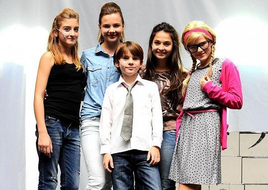 Hlavní hrdinky hrají děvčata ze skupiny 5Angels, ale naprosto dokonalý je Filip Antonio.