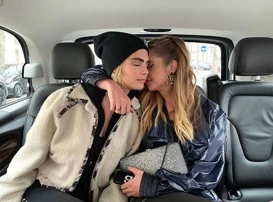 Ashley a Cara se rozešly po dvou letech vztahu.