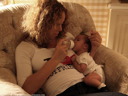 Mariah je starostlivá matka.