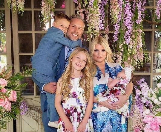 Jessica s manželem Ericem a dětmi Maxwell, Acem a Birdie.