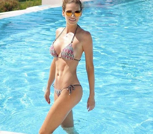 Andrea Verešová se také pyšní krásným pevným bříškem.