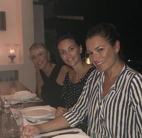 Alena s kamarádkami Pavlou Vrbovou a Maurou Soldati v Řecku.