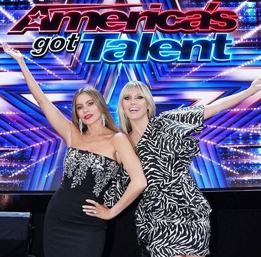 Se Sofíou Vergarou aktuálně porotcují soutěž Amerika má talent.