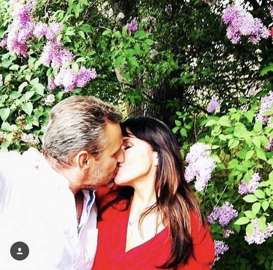 Martina Jandová a Petr Jelínek a jejich vášnivý polibek
