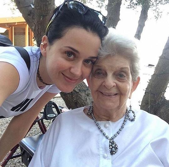 Proslýchá se, že chce zpěvačka dceru pojmenovat po zesnulé babičce.