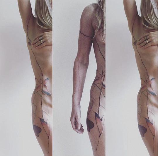 Kateřina Kaira Hrachovcová předvedla nové tetování.