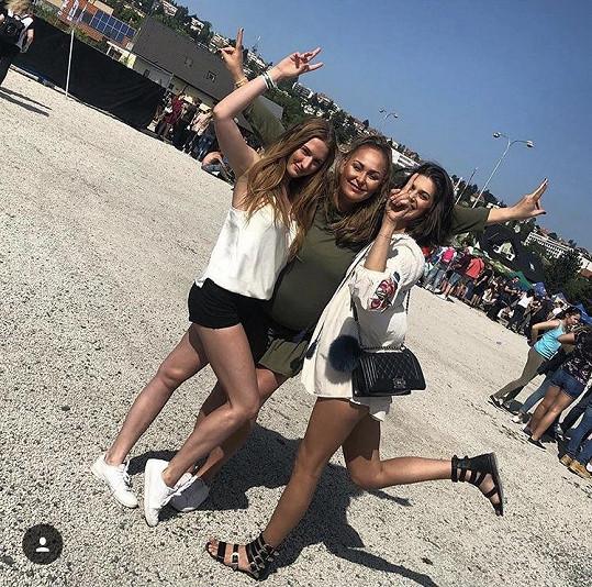 Na Majáles vyrazila Vignerová s kamarádkami