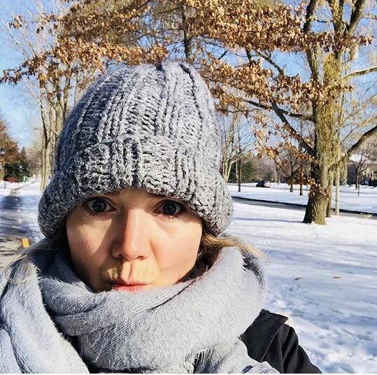Lucie Vondráčková posílá zimní pozdravy z Kanady.