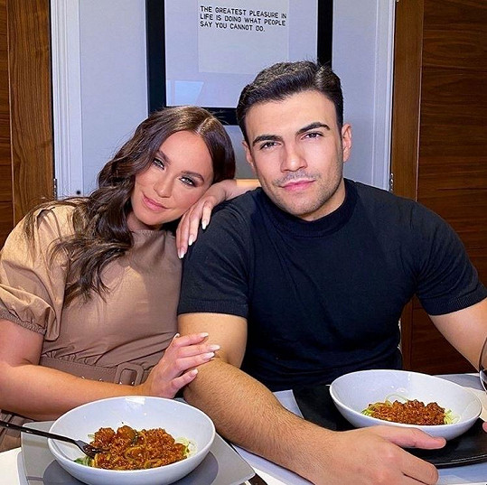 Vicky Pattison randí s Ercanem už rok.
