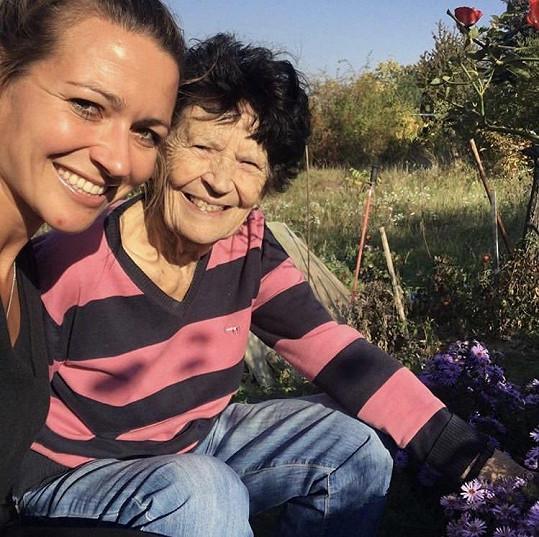 Eva Čerešňáková pochovala babičku.
