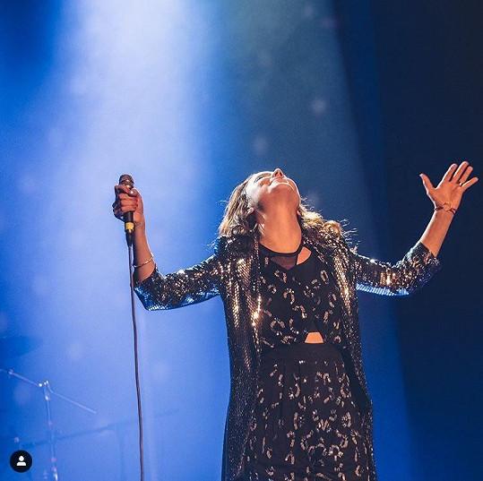 Ivana na svém posledním koncertě, kde pokřtila i sólovou desku, odhalila rostoucí bříško.