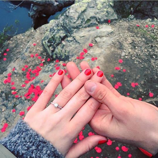 Tento prsten missce fotbalista věnoval.