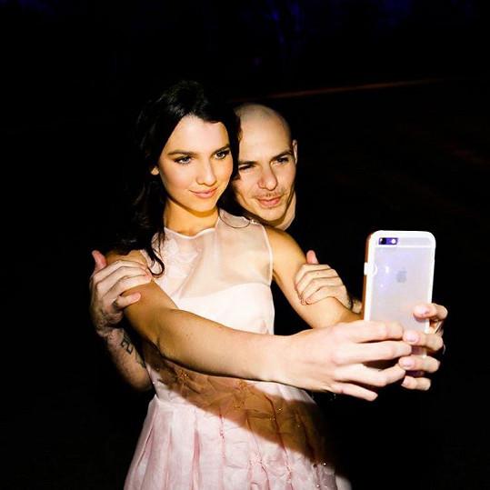 Nezbytné selfíčko s Pitbullem