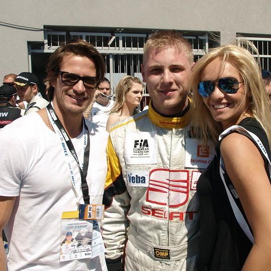 Taťána Kuchařová s přítelem Lanem a automobilovým závodníkem Michalem Matějovským.