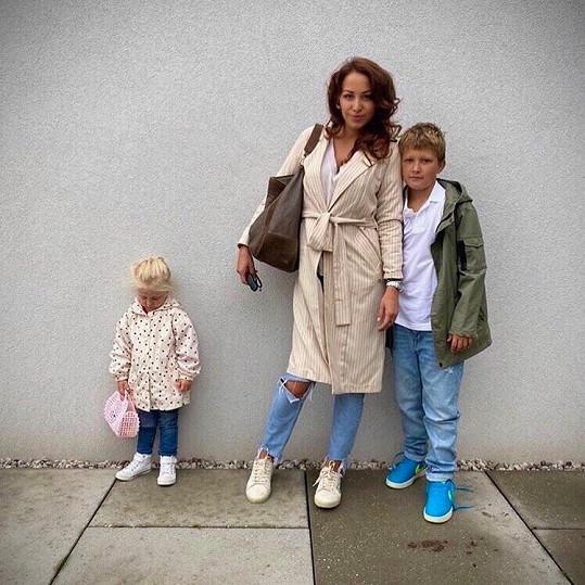 Agáta Prachařová se synem Kryšpínem a dcerkou Miou