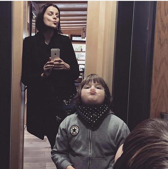 Ornella se pochlubila novým účesem. Na fotce se synem Quentinem.