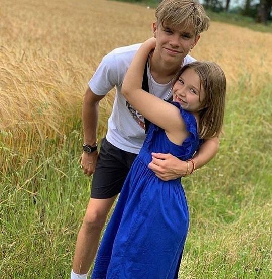 S prostředním bratrem Romeem (17)