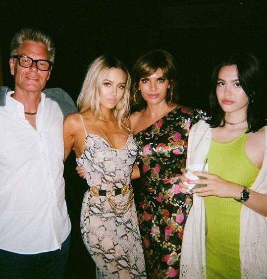 Dcery hvězda seriálu Melrose Place a reality show Paničky z Beverly Hills vychovává s hercem Harrym Hamlinem.