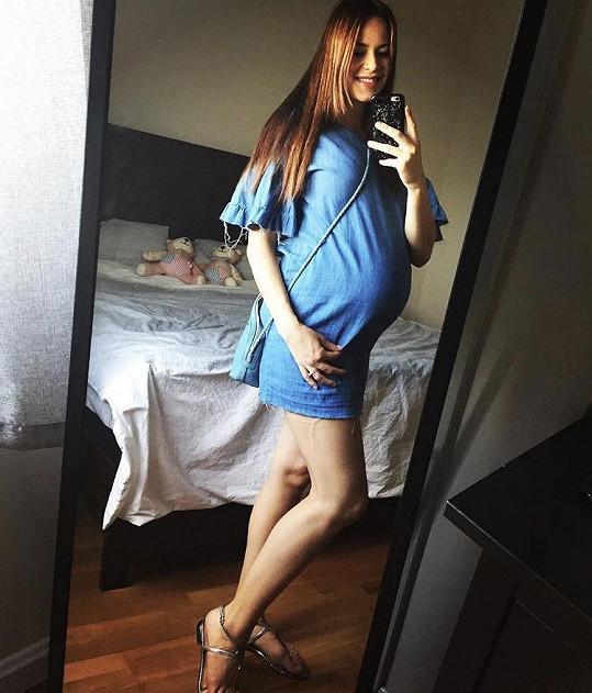 Karolina Gudasová čeká holčičku.