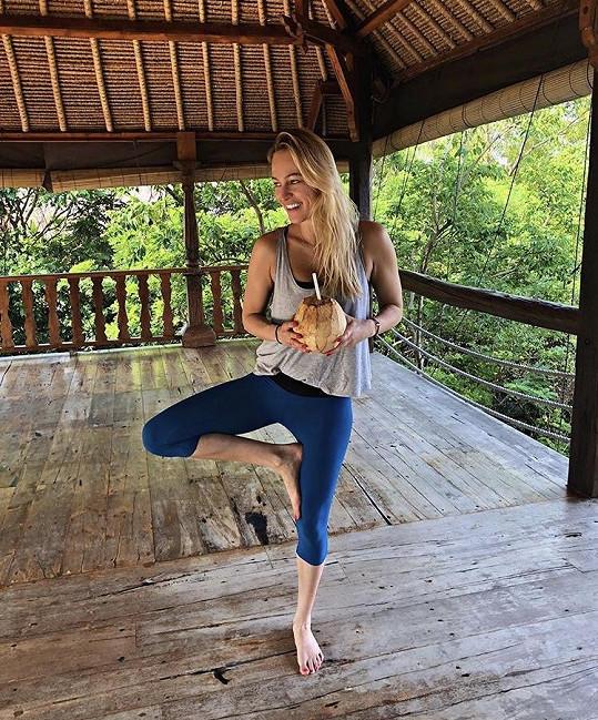 Renata cvičí na Bali i jógu.