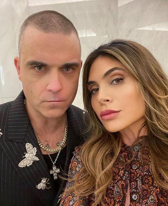 Robbie Williams a jeho žena Ayda jsou čtyřnásobnými rodiči.