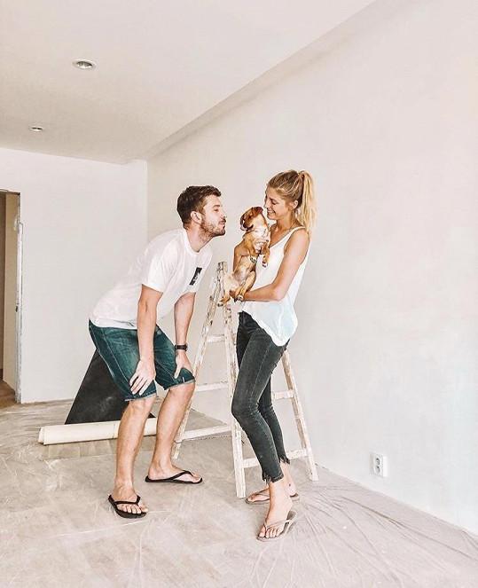 Míša Hávová s přítelem, moderátorem Petrem Říbalem, už Missi ukázali nový byt, který rekonstruují.