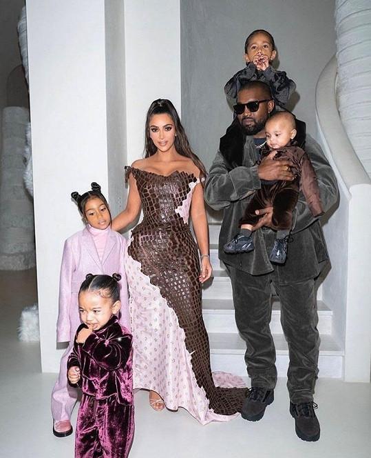Pořídit snímek se všemi ratolestmi je podle Kim věc přímo nelehká.