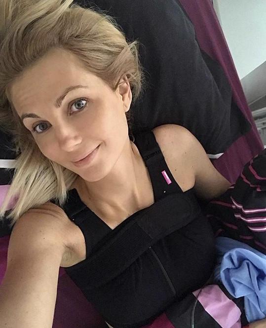 Sandra Parmová po plastice prsou