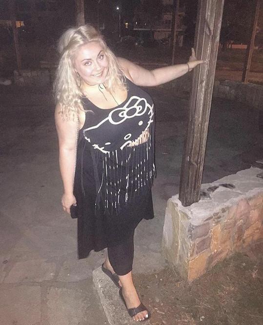 Dannie si užívá na dovolené v Řecku.