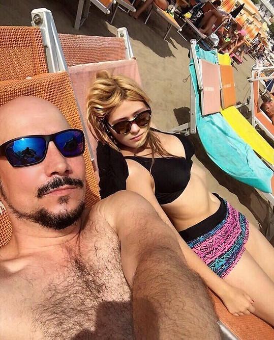 Bohuš Matuš se veřejně pochlubil střípky z dovolené u moře, kde tráví prázdniny s přítelkyní.