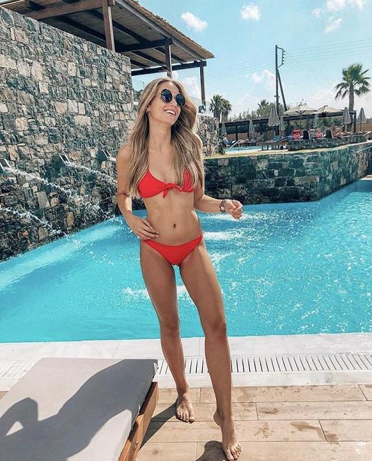 Karolína si užívá na dovolené v Řecku.